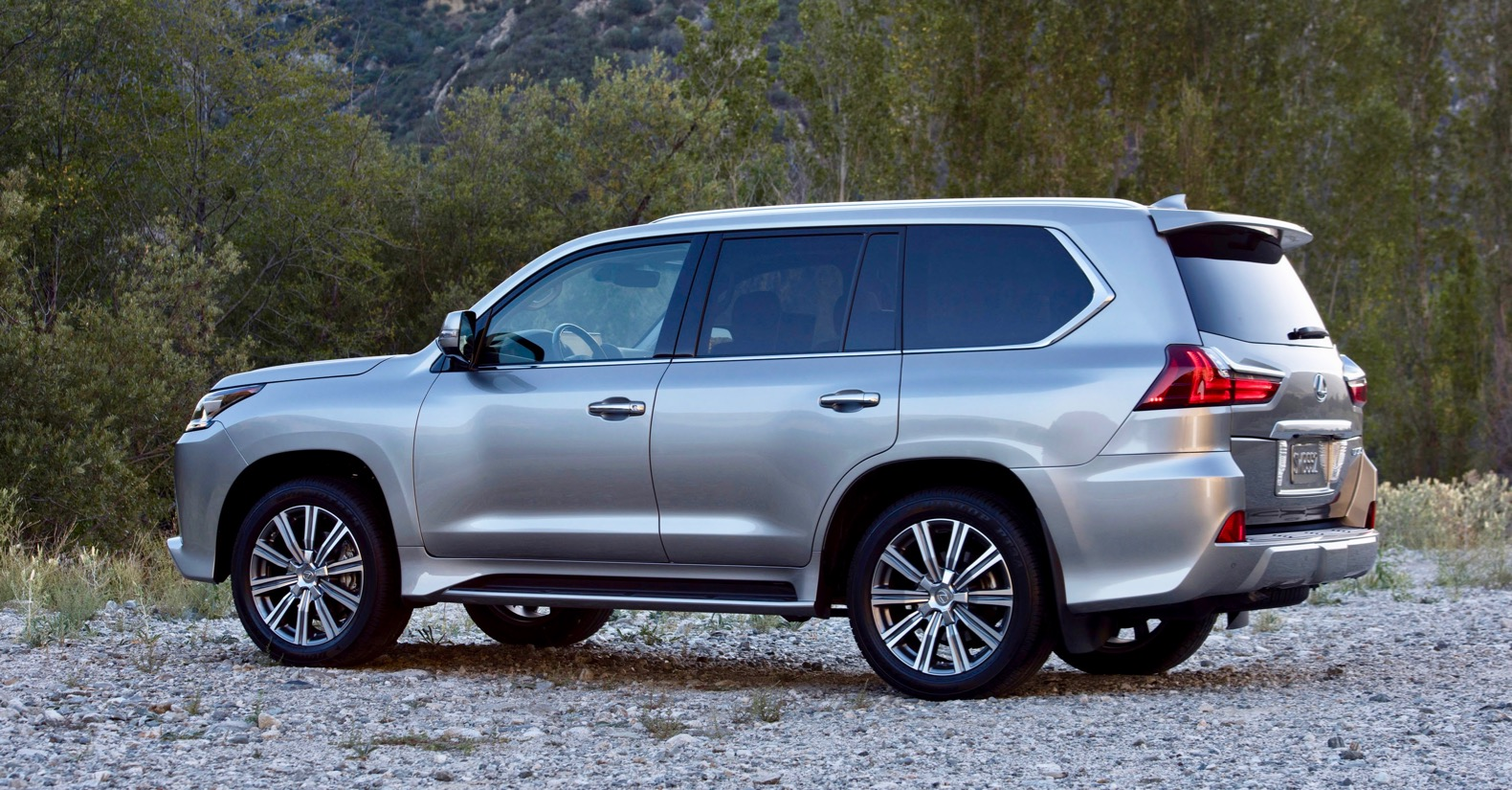 2019 Lexus LX 570 Review: A luxurious, old-school off-roader | The