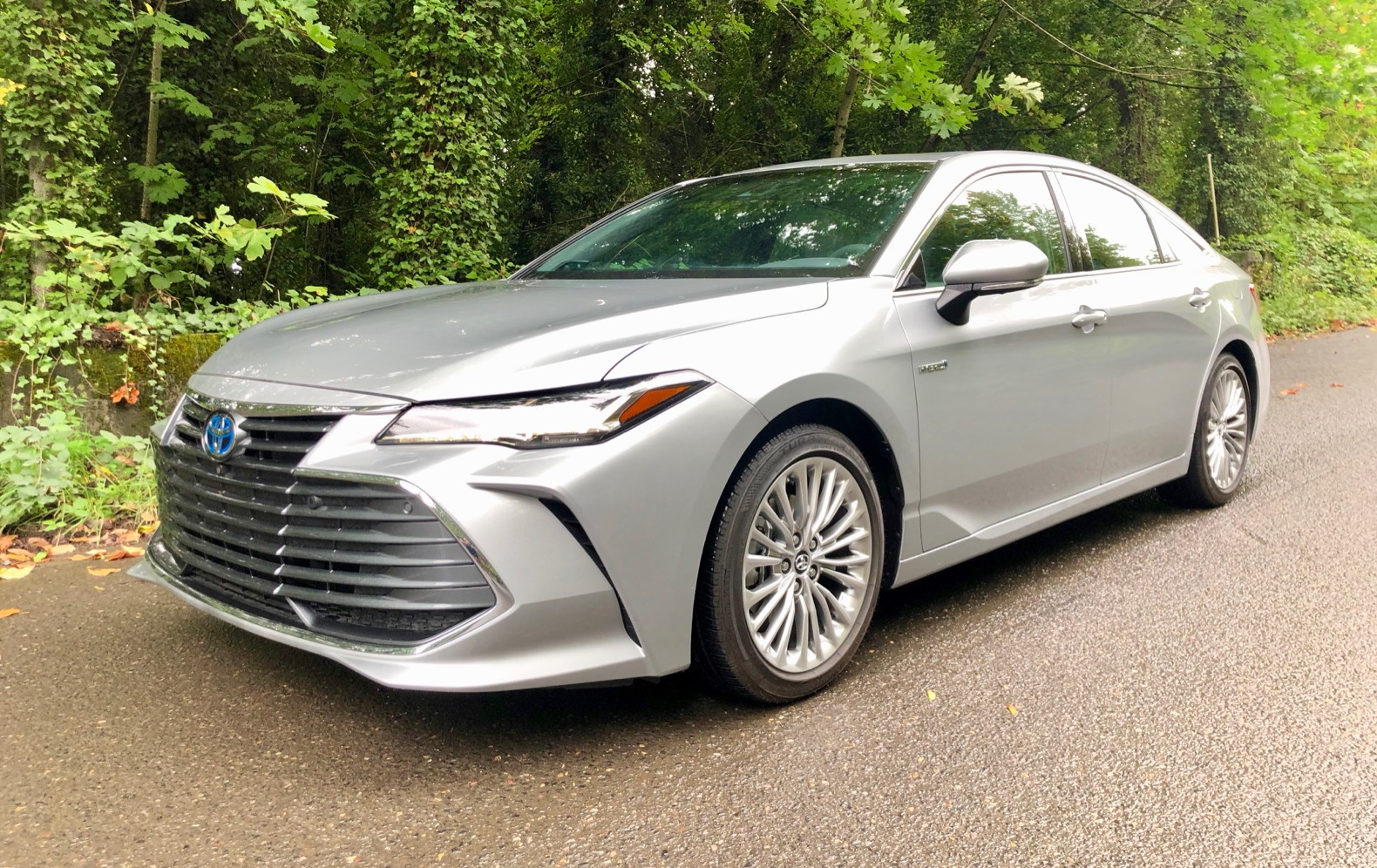 2020 Toyota Avalon Hybrid Redesign and Review