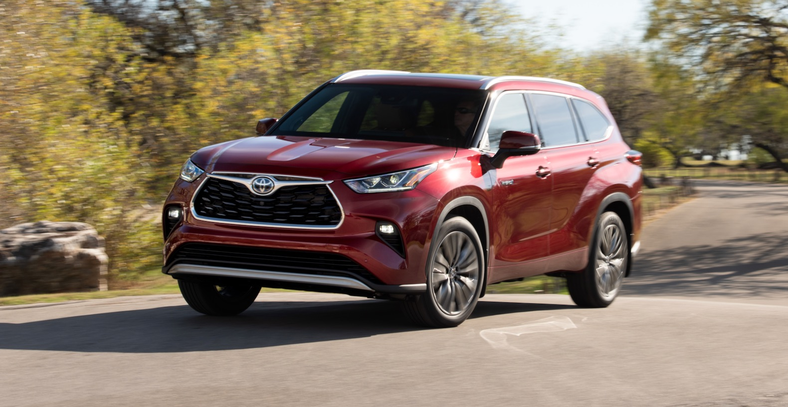 2020 toyota highlander hybrid review: not the biggest but